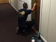 paul-montgomery-locksmith-at-work