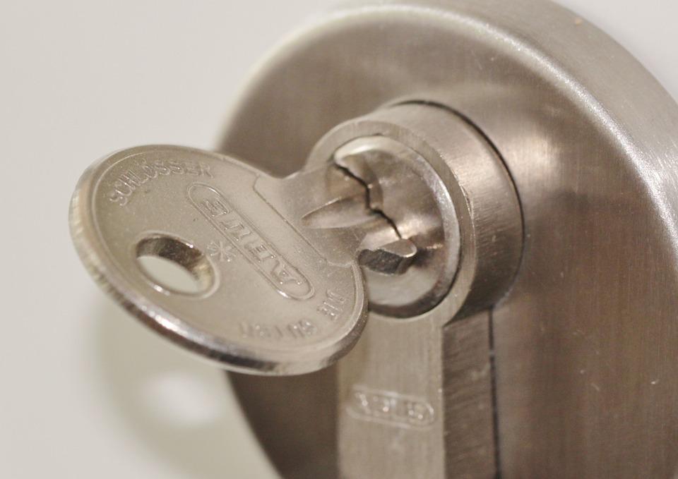 Ipswich Locksmith Tips – When should I change a door lock?